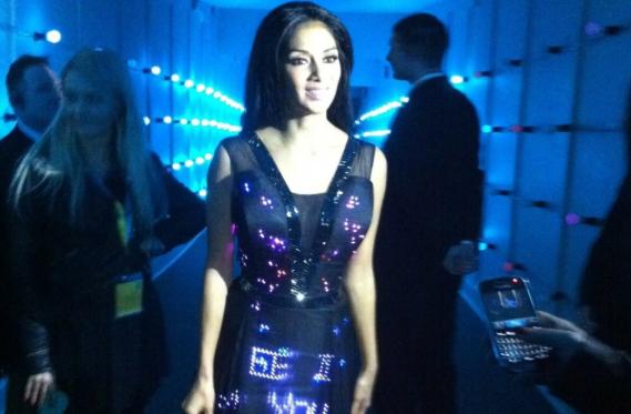 Nicole_Scherzinger_in_World_First_Twitter_Dress
